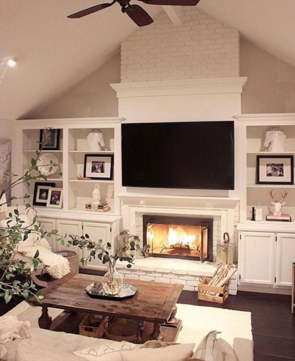 Relaxing Living Rooms Design Ideas With Fireplaces42