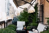 Cozy And Beautiful Green Balcony Ideas42